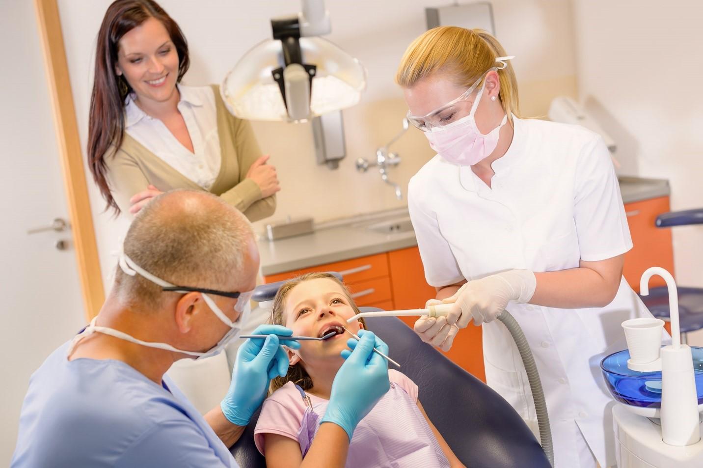 متخصص ترمیم و زیبایی دندان